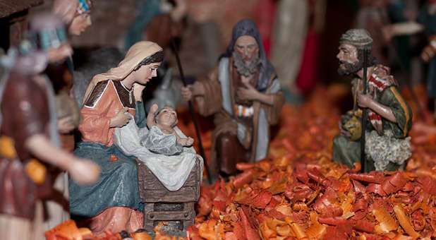 A nativity scene will stay on an Indiana courthouse lawn this Christmas.