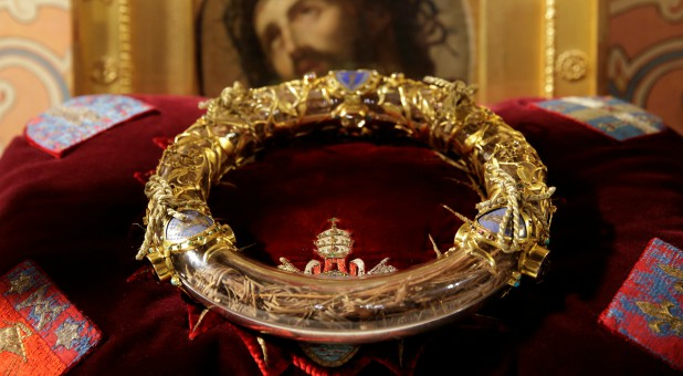 The Holy Crown of Thorns is displayed during a ceremony at Notre Dame Cathedral in Paris March 21, 2014.